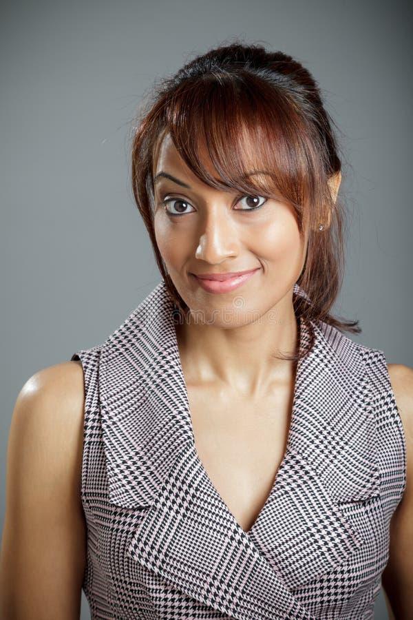 Download Atrakcyjna Indiańska Kobieta Odizolowywająca Na Białym Tle Obraz Stock - Obraz złożonej z tło, azjata: 41952935