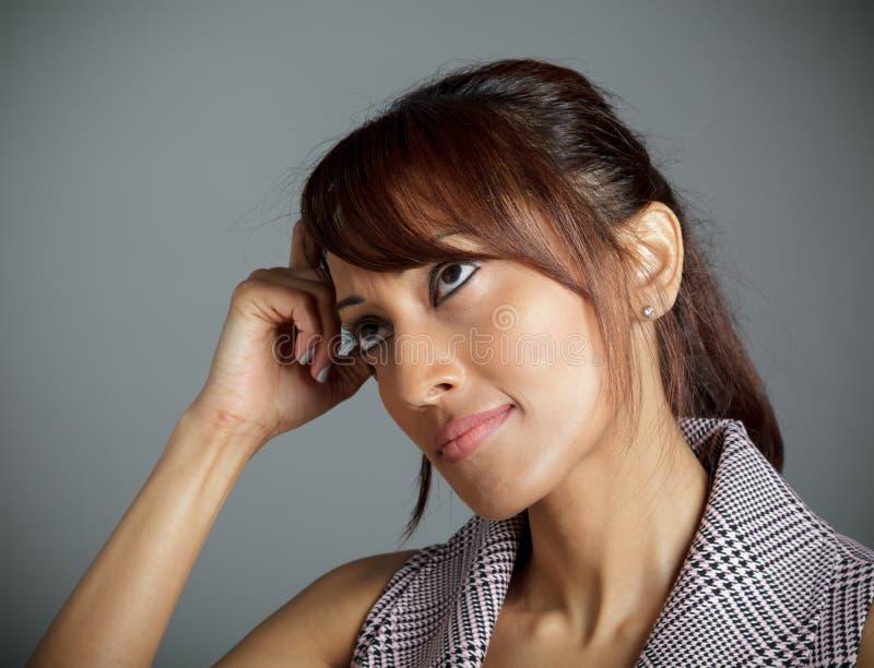 Download Atrakcyjna Indiańska Kobieta Odizolowywająca Na Białym Tle Zdjęcie Stock - Obraz złożonej z rówieśnik, kontemplacja: 41952942