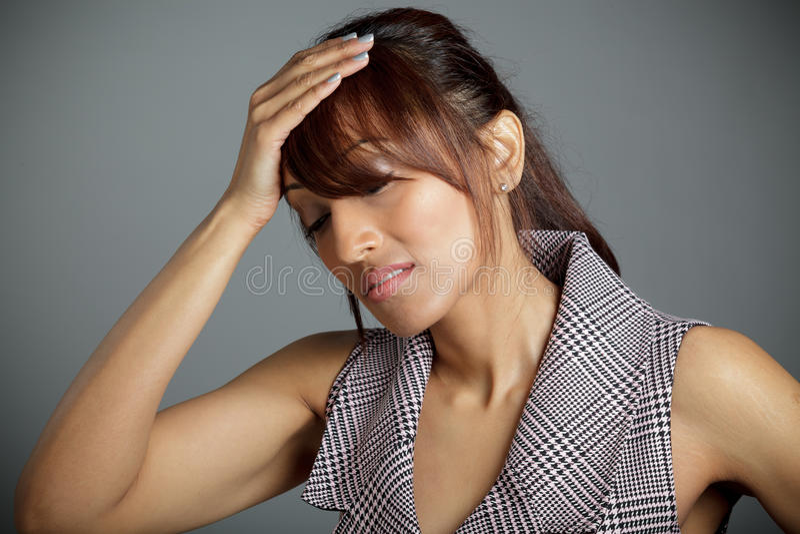 Download Atrakcyjna Indiańska Kobieta Odizolowywająca Na Białym Tle Obraz Stock - Obraz złożonej z etnocentryzm, smucenie: 41952987