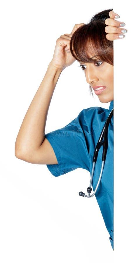 Download Atrakcyjna Indiańska Kobieta Odizolowywająca Na Białym Tle Obraz Stock - Obraz złożonej z generalissimo, lekarka: 41953677