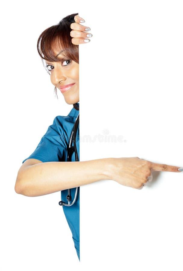 Download Atrakcyjna Indiańska Kobieta Odizolowywająca Na Białym Tle Zdjęcie Stock - Obraz złożonej z cięcie, practitioner: 41953684
