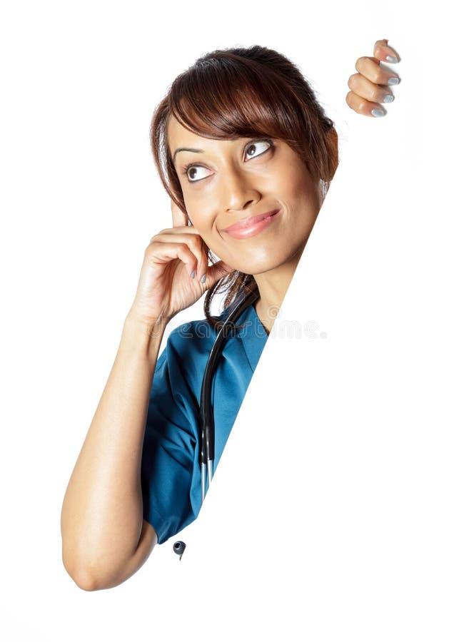 Download Atrakcyjna Indiańska Kobieta Odizolowywająca Na Białym Tle Zdjęcie Stock - Obraz złożonej z hindus, lekarka: 41953718