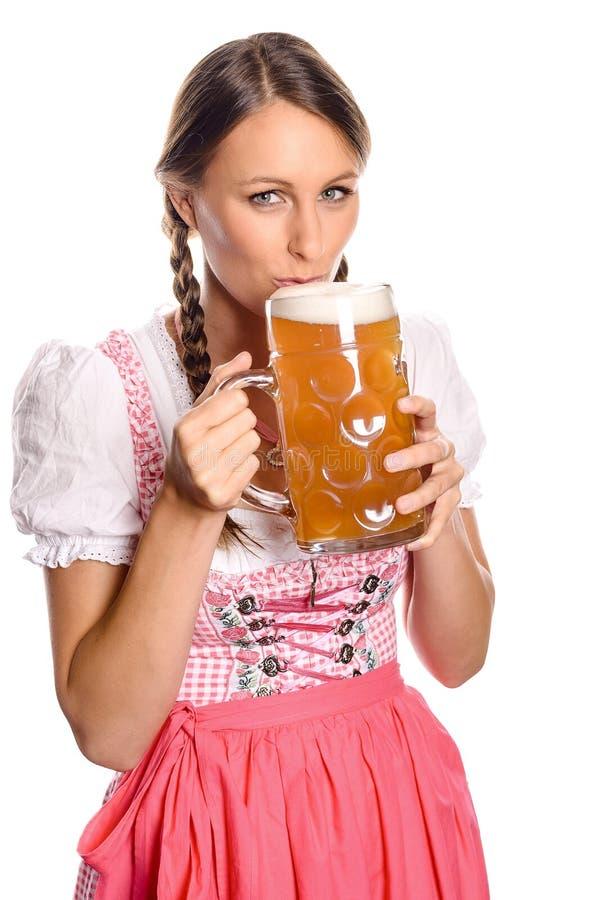Atrakcyjna kobieta pije piwo w dirndl zdjęcia stock