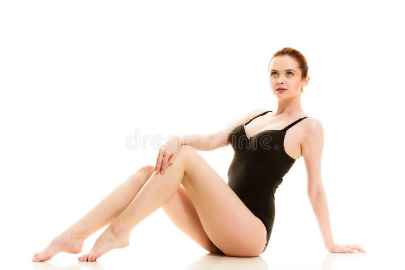 Atrakcyjna kobieta w czarnej swimsuit stylu bieliźnie zdjęcia stock