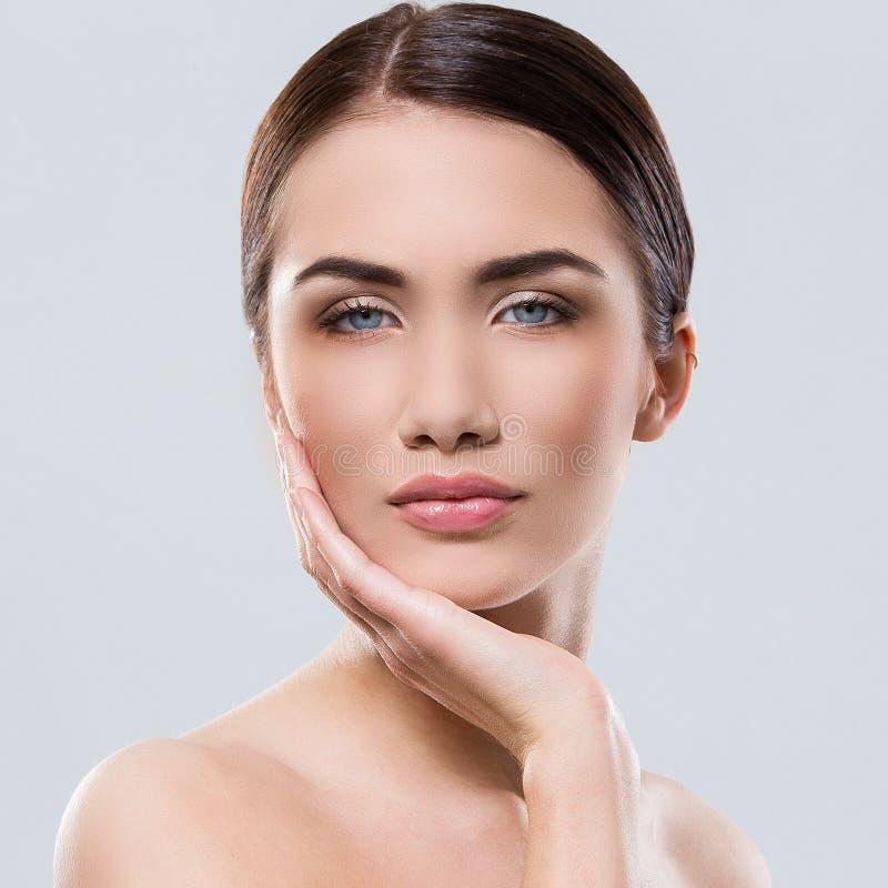 Download Atrakcyjna Kobieta Z Piękną Twarzą Obraz Stock - Obraz złożonej z 0, migreny: 41955651