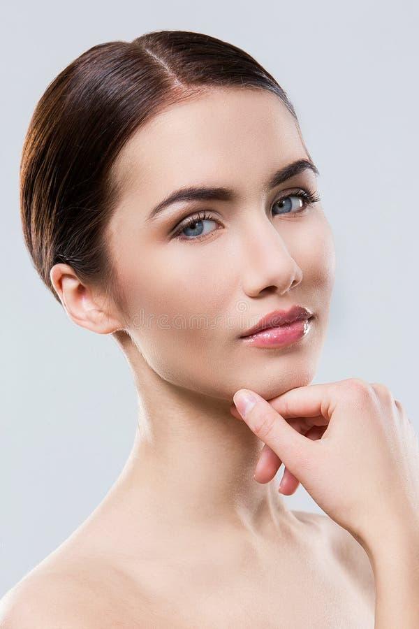 Download Atrakcyjna Kobieta Z Piękną Twarzą Zdjęcie Stock - Obraz złożonej z świeży, dobroć: 41955676