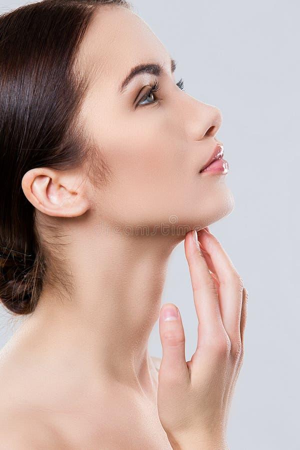 Download Atrakcyjna Kobieta Z Piękną Twarzą Zdjęcie Stock - Obraz złożonej z ręka, joyce: 41955712