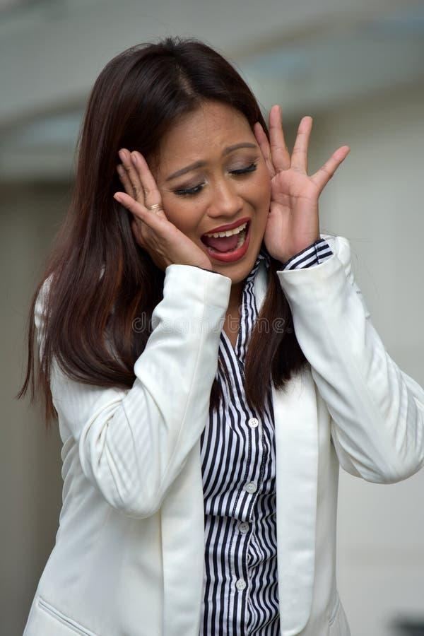 Atrakcyjna Mniejszościowa Biznesowa kobieta Jest ubranym kostium Pod stresem zdjęcie stock
