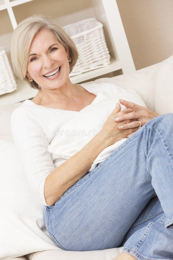 atrakcyjna portreta seniora kobieta obrazy stock