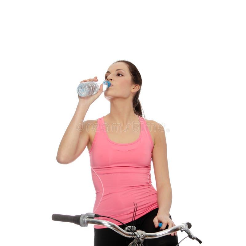 Download Atrakcyjna Roweru Brunetki Kobieta Zdjęcie Stock - Obraz złożonej z napad, zdrowy: 13337302