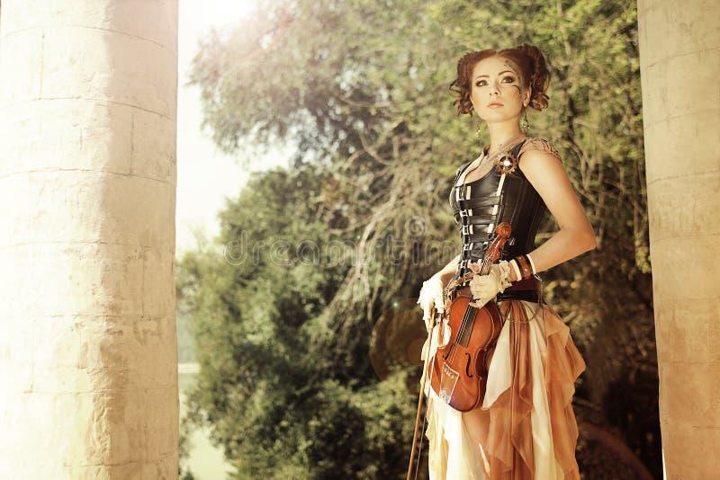 Atrakcyjna steampunkl redhair kobieta z ciało sztuką na jej twarzy ho fotografia stock
