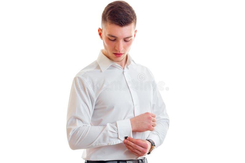 Atrakcyjne młode facet wszywki w rękawów cufflinks zakończenie obraz stock
