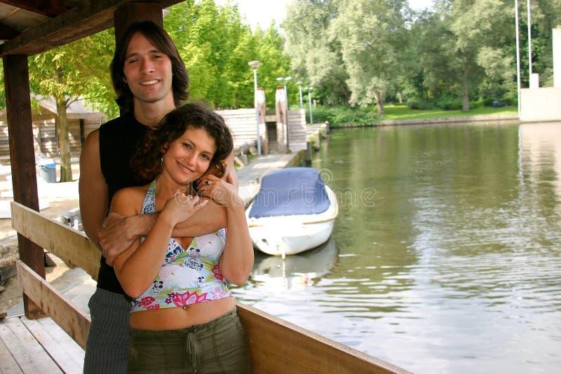 atrakcyjne par młodych obrazy royalty free