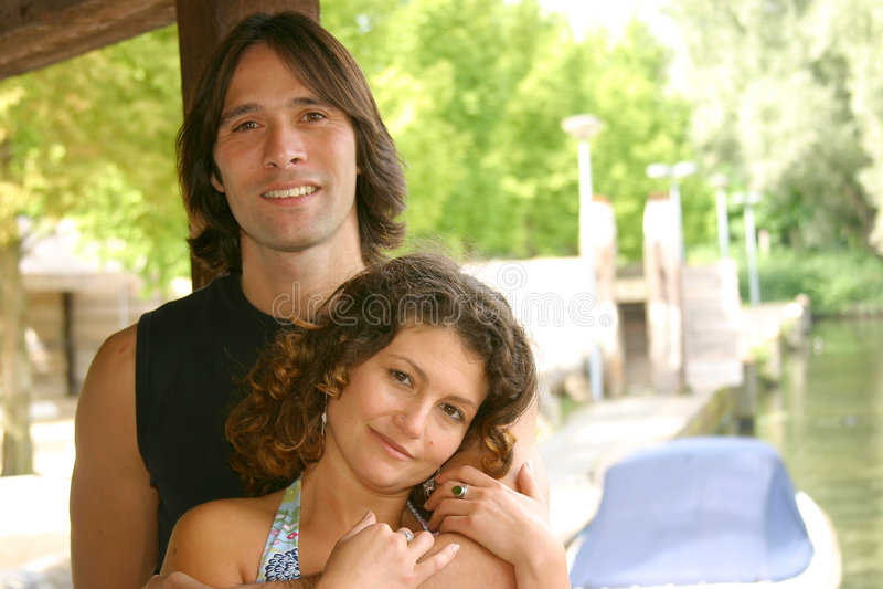 atrakcyjne par młodych zdjęcia royalty free