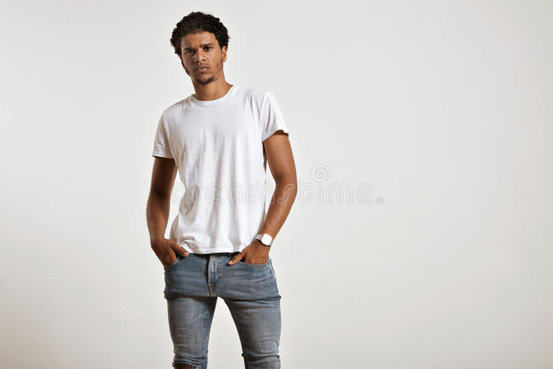Atrakcyjnej samiec wzorcowa przedstawia pusta biała koszulka obrazy royalty free
