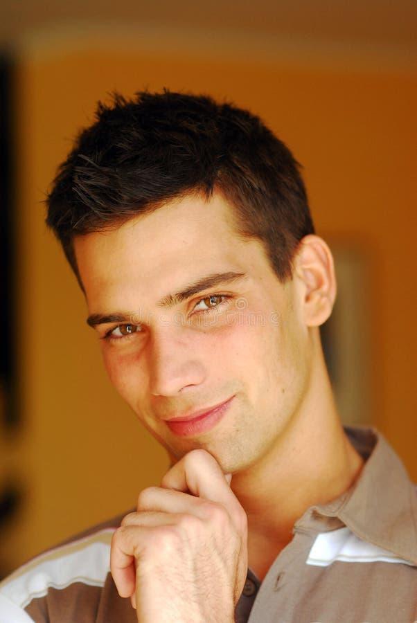 atrakcyjni mężczyzna portreta potomstwa zdjęcie stock