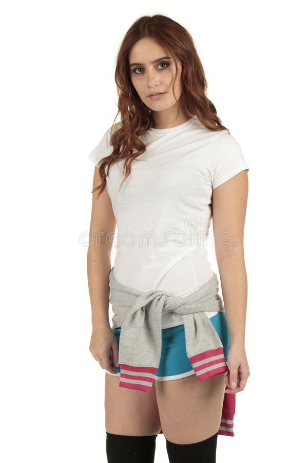 Atrakcyjni rocznika stylu sporty fasonują dziewczyny z białą pustą koszulką obraz royalty free