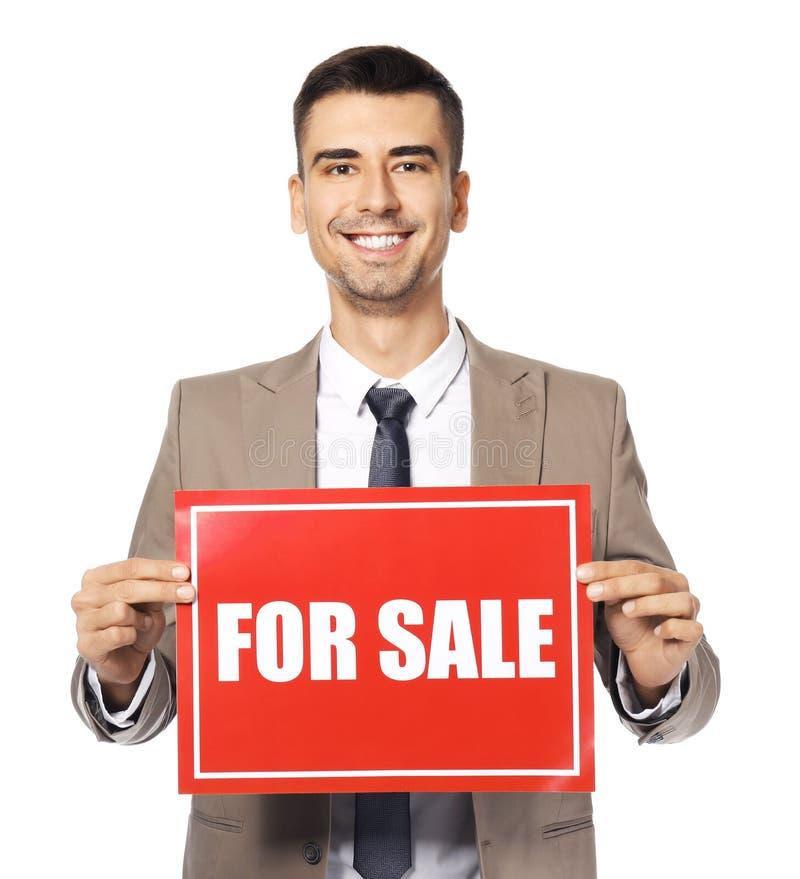 Atrakcyjny agenta nieruchomości mienia ` Dla sprzedaży ` znaka zdjęcie royalty free