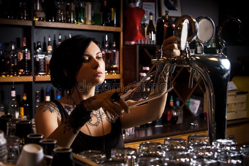 Atrakcyjny barman obrazy stock