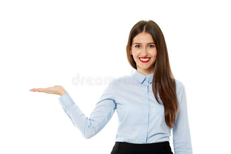 Atrakcyjny bizneswoman przedstawia produkt obraz stock