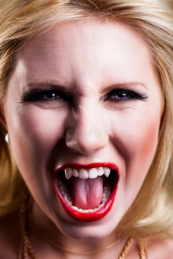 Atrakcyjny blondynka wampir zdjęcia royalty free
