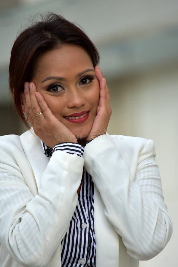 Atrakcyjny filipinka Biznesowej kobiety portret Jest ubranym kostium obraz royalty free