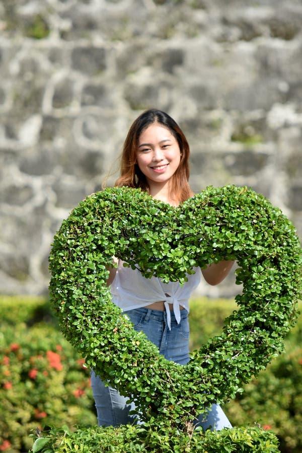 Atrakcyjny filipinka Dorosła kobieta W miłości zdjęcie stock