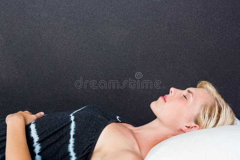 Atrakcyjny kobiety drzemanie zdjęcia royalty free