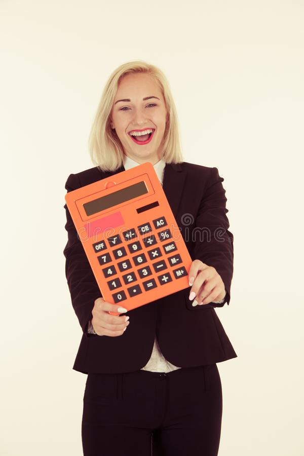 Atrakcyjny księgowy - pięknej blondynki biznesowa kobieta hlding a zdjęcia royalty free