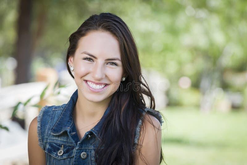 Atrakcyjny Mieszany Biegowy dziewczyna portret fotografia royalty free