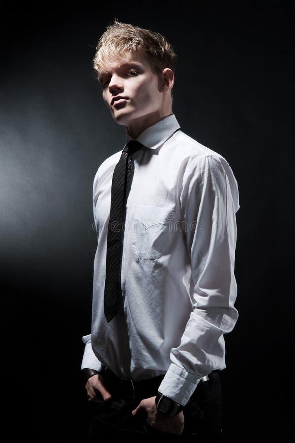 atrakcyjny modny mężczyzna fotografia royalty free