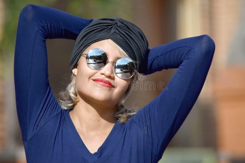 Atrakcyjny Muzułmański Żeński Relaksować zdjęcia royalty free