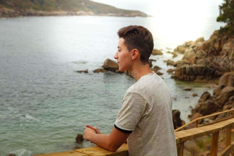 Atrakcyjny nastolatka facet na wakacje fotografia royalty free