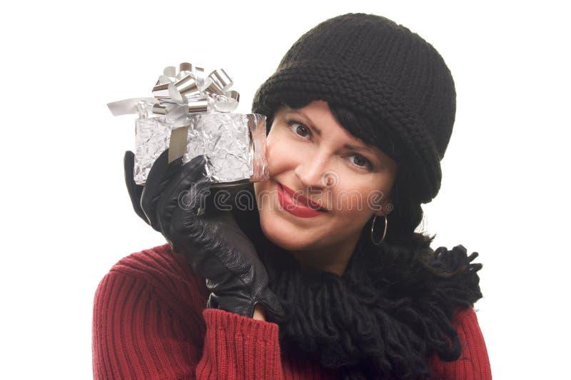atrakcyjny prezent trzyma kobiety obraz stock