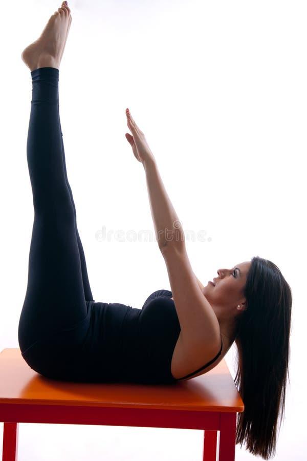 atrakcyjny robi latynoski lat dwudziestych kobiety joga zdjęcie royalty free