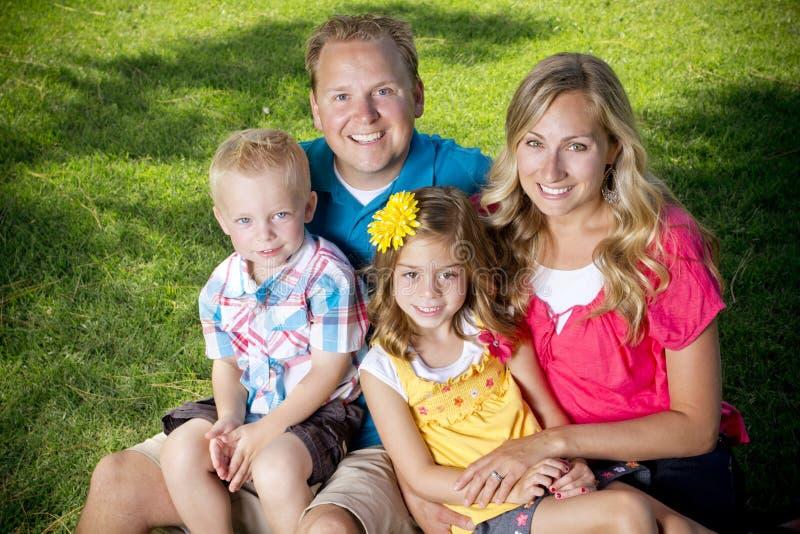 Atrakcyjny rodzinny Portret zdjęcie stock