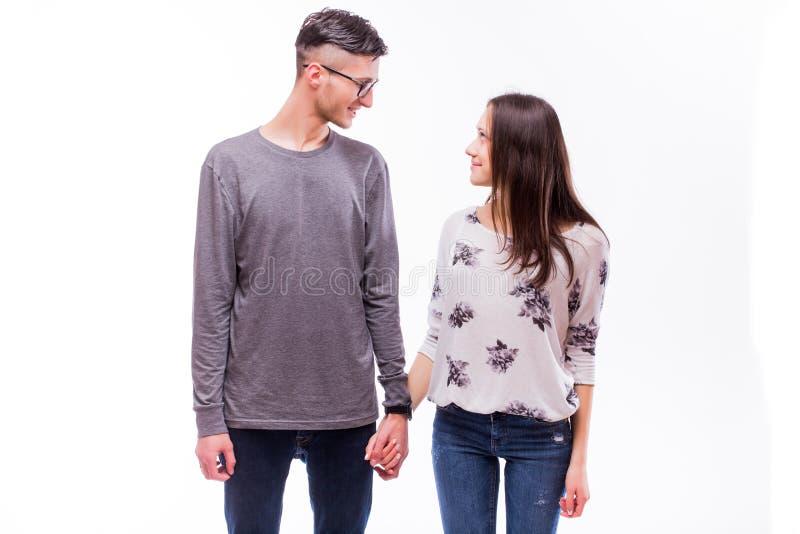 Atrakcyjny szczęśliwy miłość modnisia pary spojrzenie each uśmiech i inny obraz royalty free