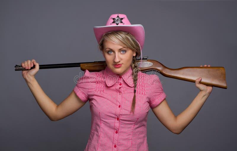 atrakcyjny tylny cawbow dziewczyny pistolet nad strzałem zdjęcia stock