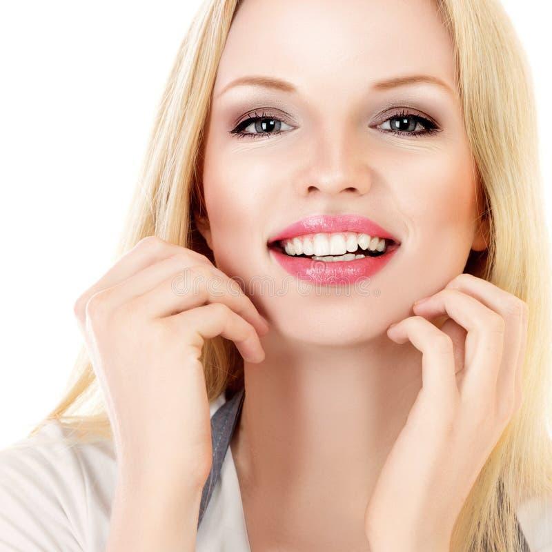 Atrakcyjny uśmiechnięty kobieta portret na białym tle obrazy royalty free