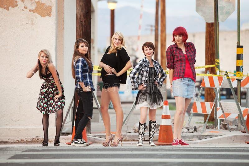 atrakcyjnych dziewczyn punkowi nastoletni potomstwa zdjęcia royalty free
