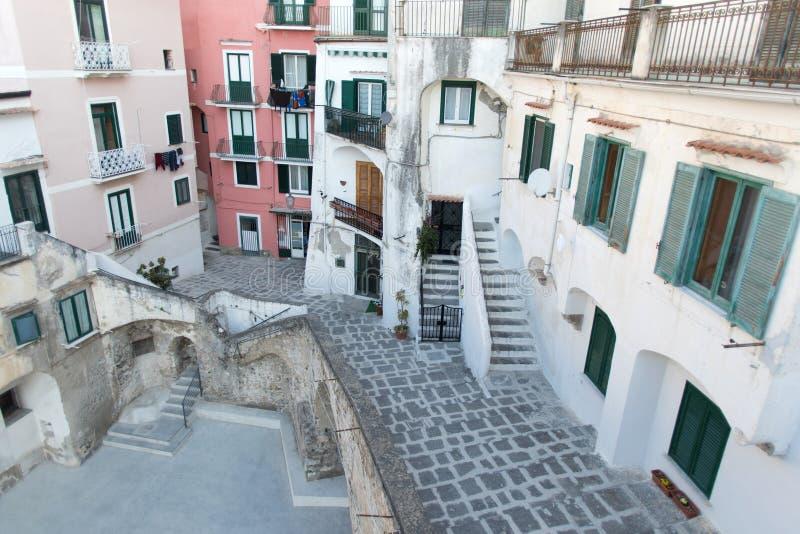Atrani, ακτή της Αμάλφης, χαρακτηριστική ιταλική οδός στοκ εικόνες