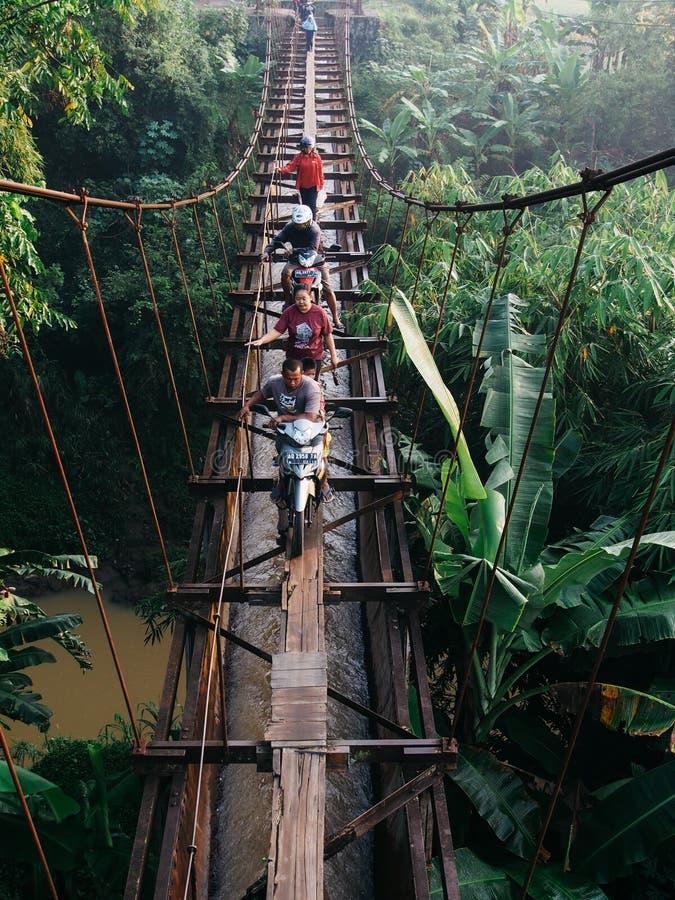 Através da ponte da irrigação imagem de stock
