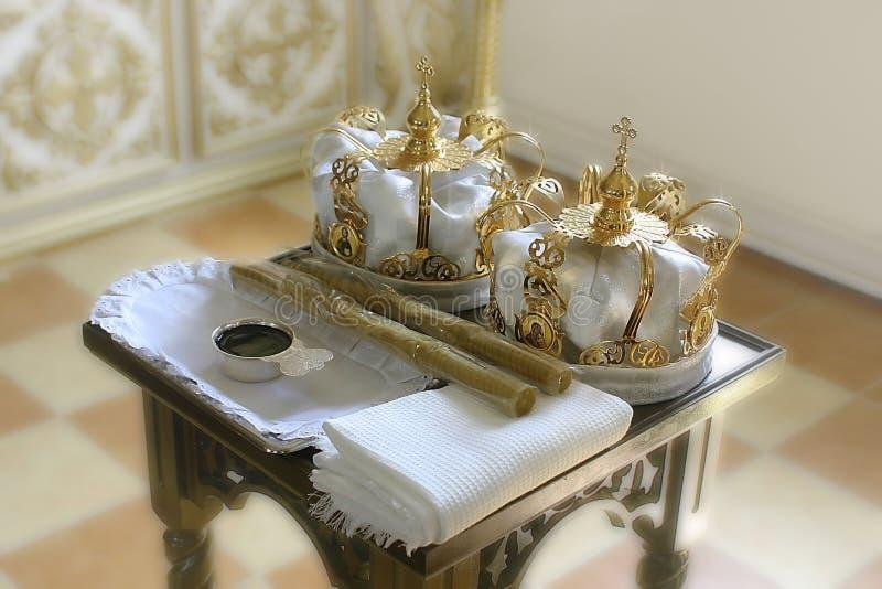 Atributos sagrados da igreja ortodoxa para o ritual do casamento fotos de stock royalty free