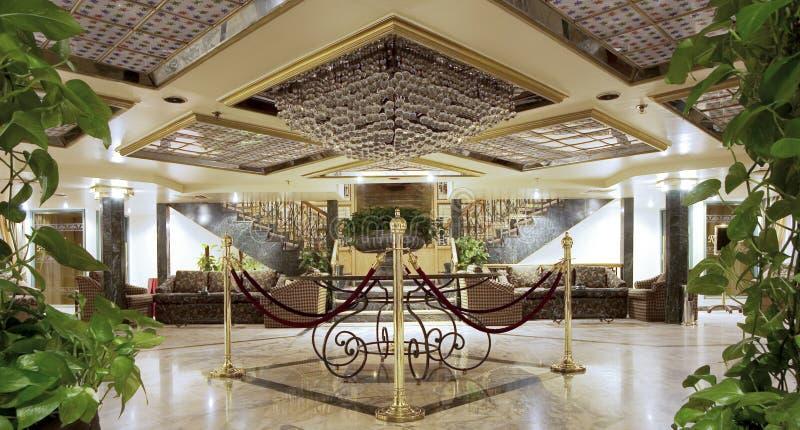 Atrio lussuoso dell'hotel fotografia stock