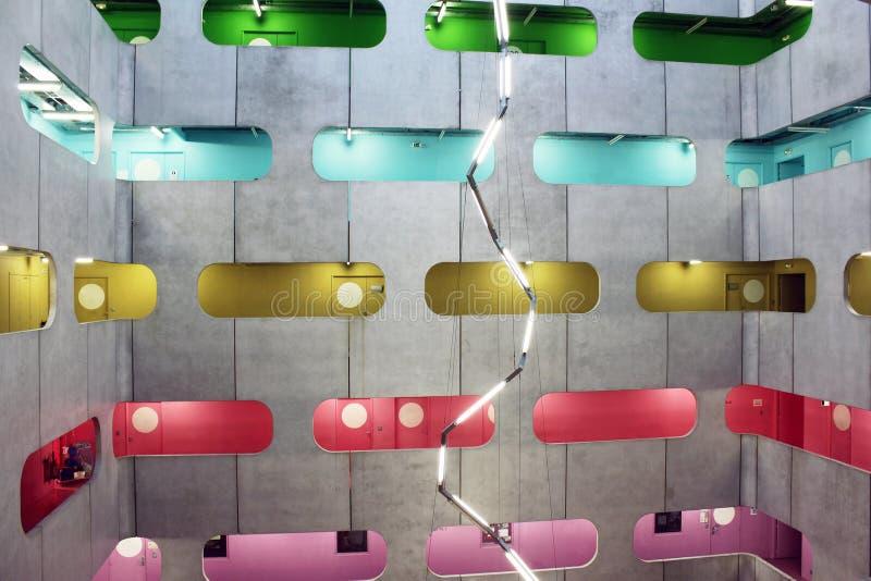 Atrium przemysłowa przestrzeń i colourful poziomy obraz stock