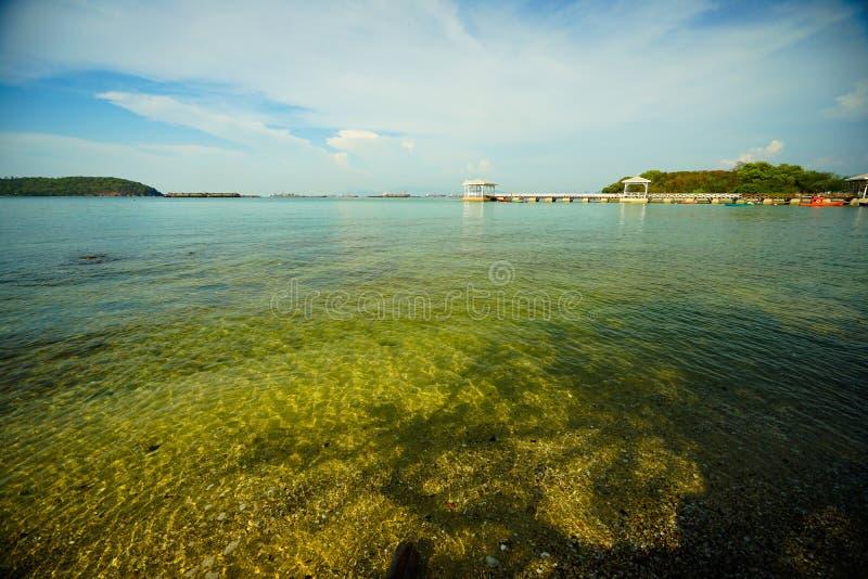 Atsadang bro av landfläcken i Sri Chang Island, Thailand royaltyfria foton