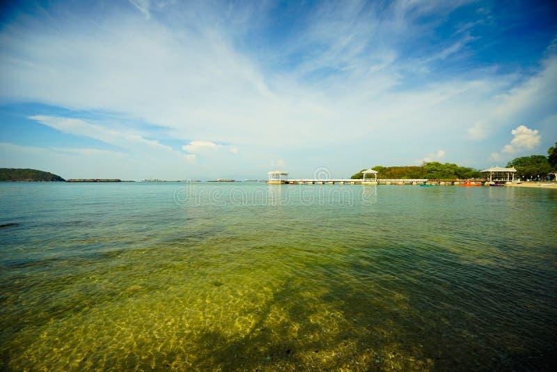 Atsadang bro av landfläcken i Sri Chang Island, Thailand royaltyfria bilder