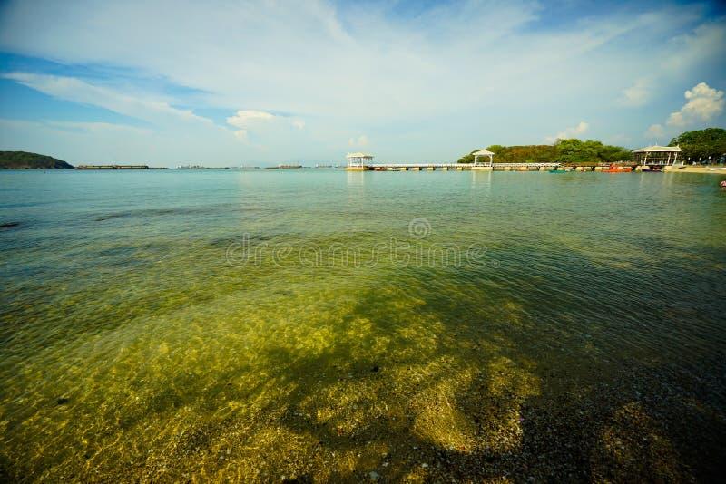 Atsadangbrug van landteken in Sri Chang Island, Thailand stock afbeelding