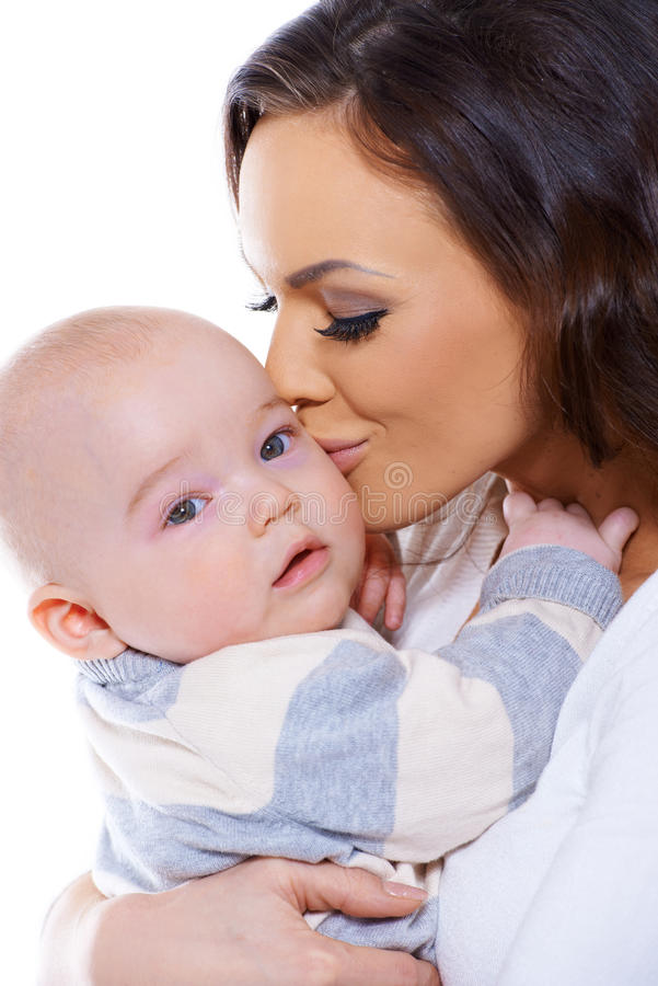 Att älska fostrar att kyssa henne som är liten, behandla som ett barn arkivfoton