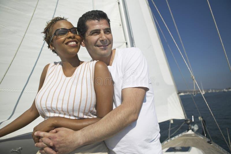 Att älska kopplar ihop på semester royaltyfria foton